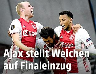 Ajax-Spieler jubeln