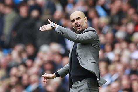 FC Arsenal schlägt Stoke City - Man City überholt Liverpool