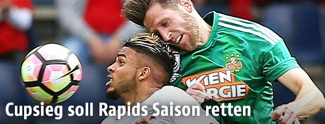 Wanderson (Salzburg) gegen Christoph Schösswendter (Rapid)