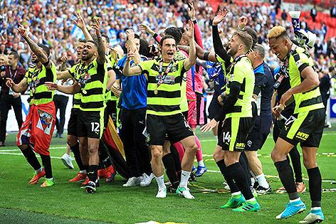 Spieler von Huddersfield Town jubeln