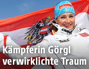 Elisabeth Görgl mit Österreichfahne