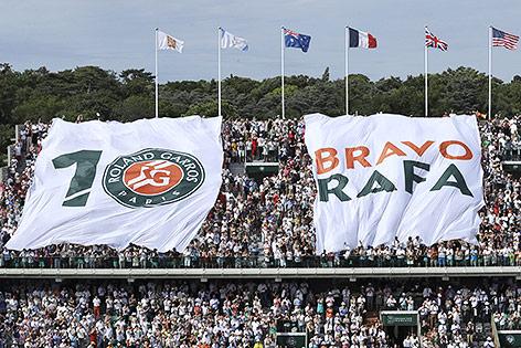 Fans mit Transparent für Rafael Nadal bei den French Open