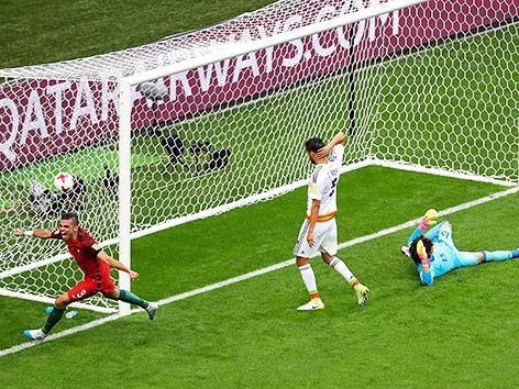 Szene aus dem Match Portugal gegen Mexiko