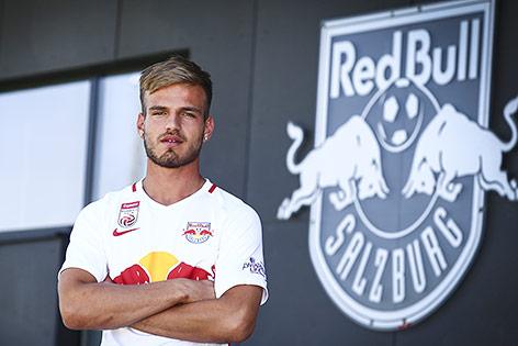 Marin Pongracic vor dem Red-Bull-Salzburg-Logo