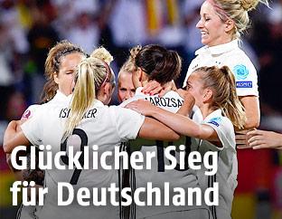 Jubelnde deutsche Nationalspielerinnen
