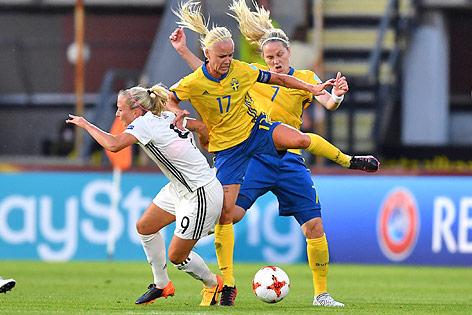 Mandy Islacker (Deutschland) gegen Caroline Seger und Lisa Dahlkvist (beide Schweden)