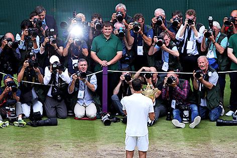 Roger Federer vor Fotografen