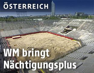 Im Aufbau befindlicher Beachvolleyballplatz auf der Wiener Donauinsel