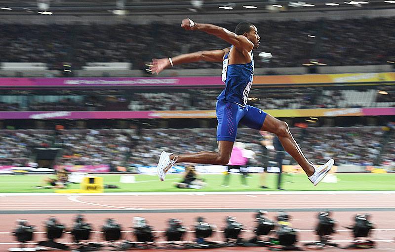 400 m: Weltrekordler van Niekerk läuft lässig ins Halbfinale - Double das Ziel
