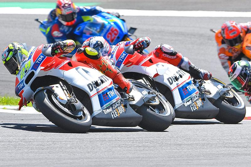 Andrea Iannone und Andrea Dovizioso (beide Ducati)