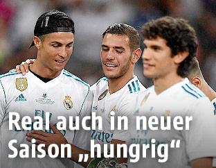 Cristiano Ronaldo (Real) mit Teamkollegen