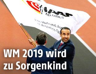 IAAF-Präsident Sebastian Coe mit Flagge