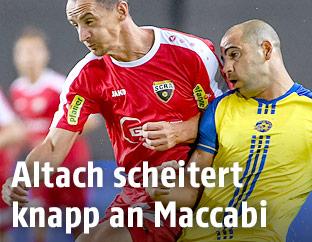 Johannes Aigner (Altach) und Tal Ben Haim (Maccabi)
