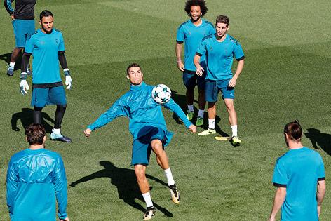 Cristiano Ronaldo mit Mannschaftskollegen im Training