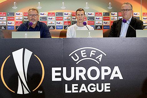 Autria-Trainer Thorsten Fink, Florian Klein und Sportdirektor Franz Wohlfahrt bei einer Pressekonferenz
