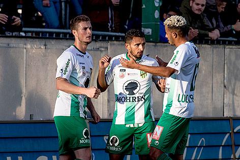 Ronivaldo (Lustenau) jubelt mit Mannschaftskollegen