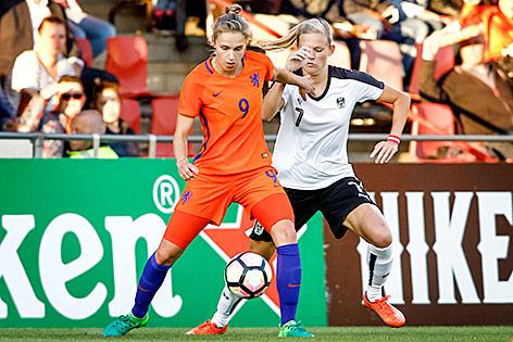Vivianne Miedema (NED) und Carina Wenninger (AUT)