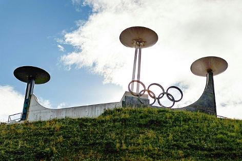 Denkmal anlässlich der Olympischen Winterspiele 1964 bzw. 1976 am Bergisel