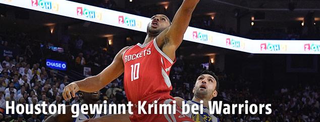 Eric Gordon (Houston Rockets) gegen Zaza Pachulia (Golden State Warriors)