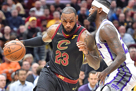 LeBron James (Cleveland Cavaliers) gegen JaKarr Sampson (Sacramento Kings)