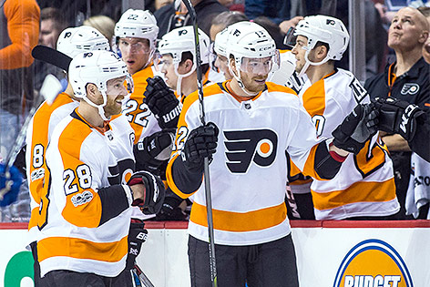 Michael Raffl mit Team (Philadelphia Flyers)