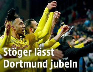 Dortmund-Spieler jubeln nach dem Match in Mainz