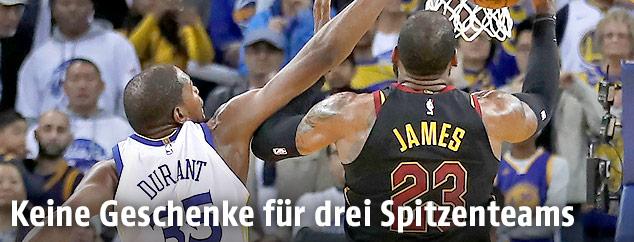 Kevin Durant (Golden State Warriors) und LeBron James (Cleveland Cavaliers)
