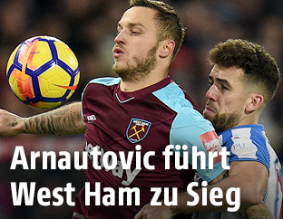 Marko Arnautovic (West Ham) und Tommy Smith (Huddersfield Town)
