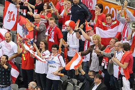Fans mit Österreich-Fahnen