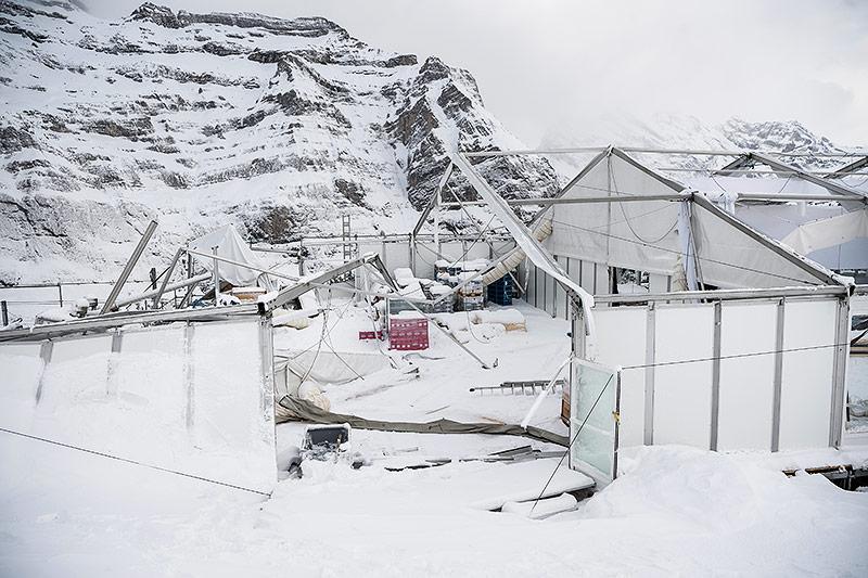 Sturmschäden an einem Zuschauer-Zelt