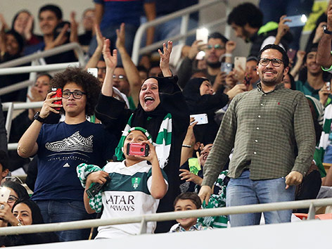 Frauen bei Match in Saudi Arabien