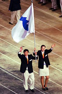 Nordkoreanische und Südkoreanische Athleten beim Einzug, 2000