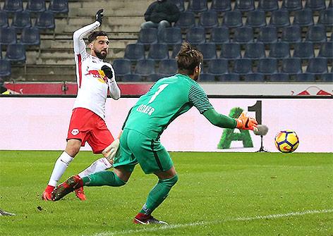 Munas Dabbur (Red Bull Salzburg) und Andreas Leitner ( Admira)