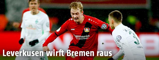 Julian Brandt (Leverkusen) und Maximilian Eggestein (Bremen)