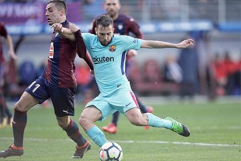 Jordi Alba (Barcelona) und Ruben Pena (Eibar)