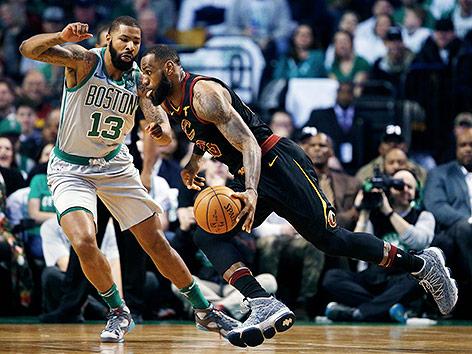 LeBron James (Cleveland Cavaliers) gegen Marcus Morris (Boston Celtics)