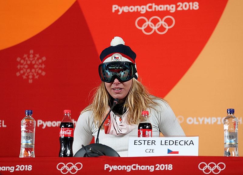 Ester Ledecka während der Pressekonferenz