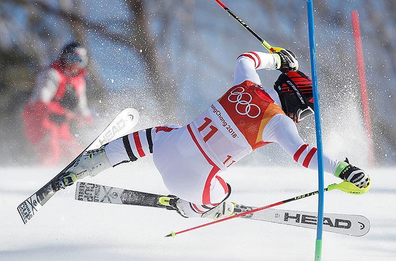 Sturz von Matthias Mayer beim Kombi-Slalom