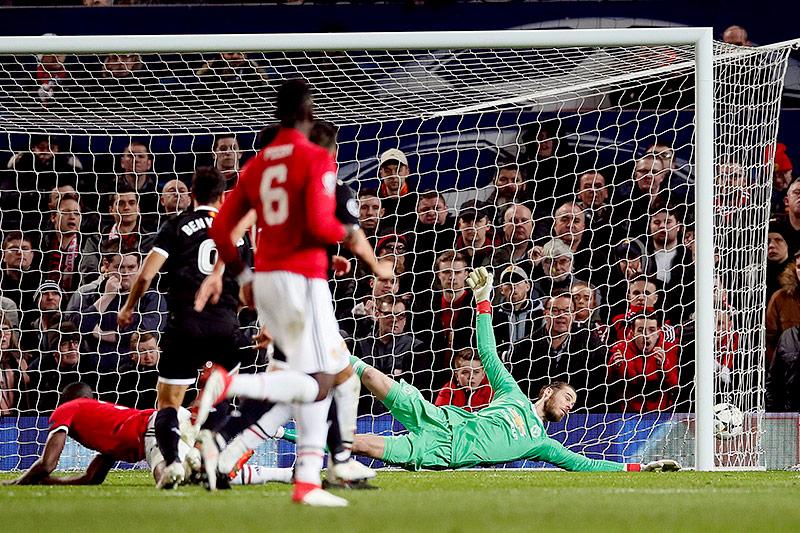 Wissam Ben Yedder (Sevilla) schießt ein Tor gegen Manchester United