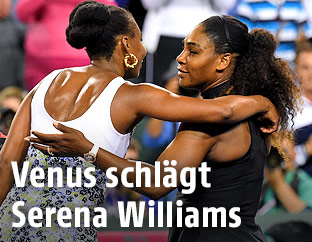 Umarmung von Venus und Serena Williams