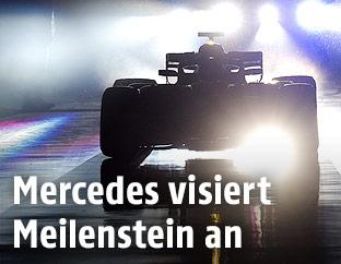 Mercedes im Gegenlicht