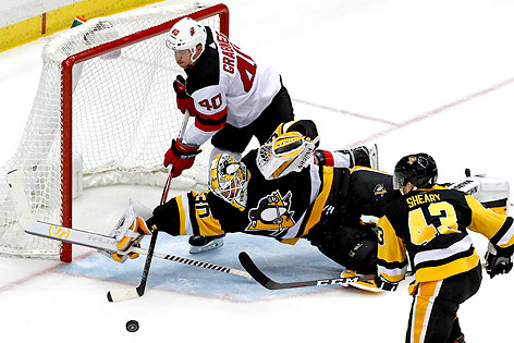 Matt Murray (Penguins) und Michael Grabner (Devils)