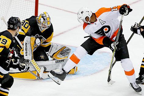 Matt Murray (Penguins) und Wayne Simmonds (Flyers)