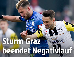 Lukas Spendlhofer (Sturm Graz) und James Holland (LASK)