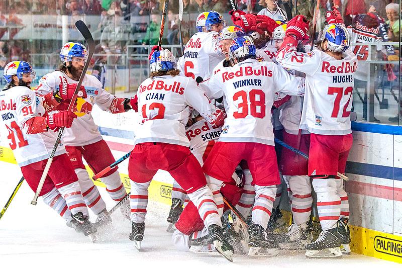 Jubel der Salzburger Eishockey-Spieler