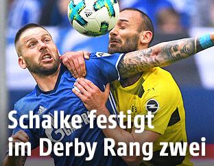 Guido Burgstaller (Schalke) und Oemer Toprak (Dortmund)