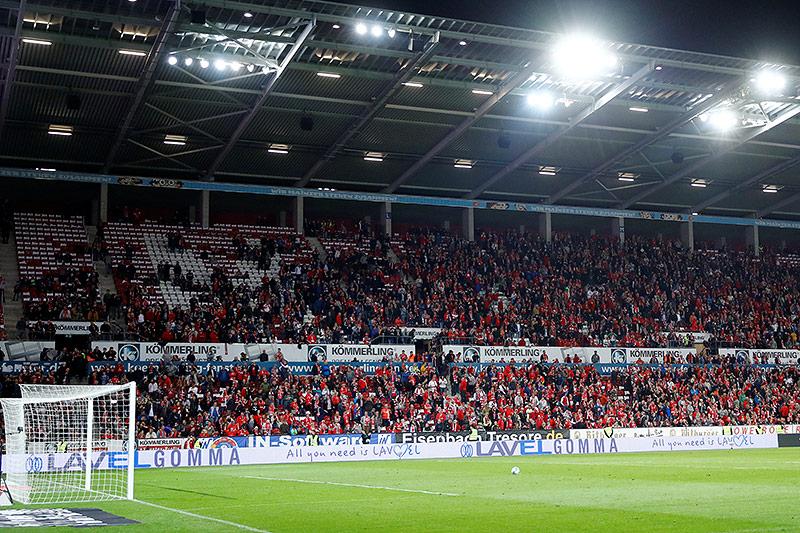 Ball liegt am Elfmeterpunkt bei Mainz - Freiburg
