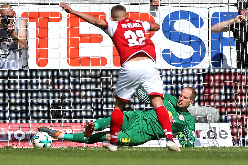 Tor des Mainzers Pablo De Blasis  gegen Leipzig