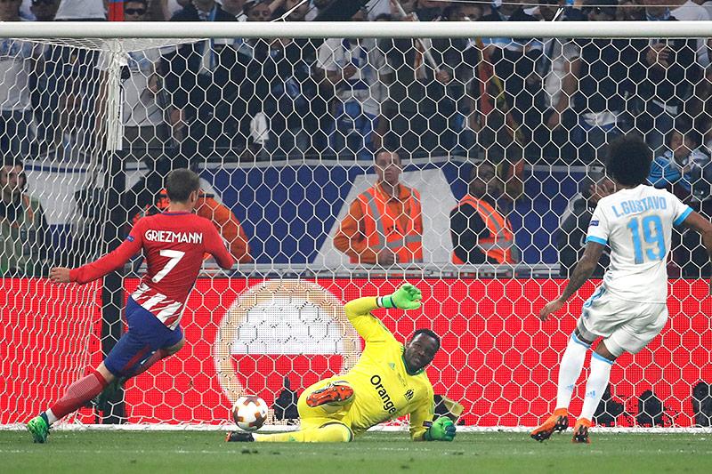 Antoine Griezmann (Atletico) trifft ins Tor