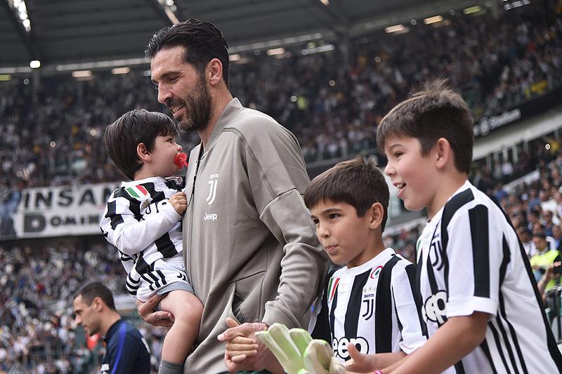 Gianluigi Buffon (Juventus) mit seinen Kindern